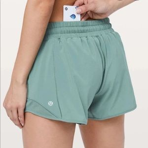 """Lululemon Hotty Hot Shorts 2.5"""" Size 8 🌴"""
